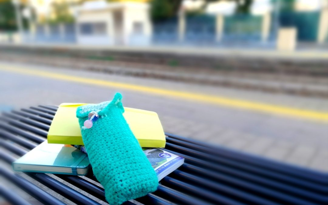 Astuccio all'uncinetto fai da te facile e veloce. In lana o cotone!  Quick and easy crochet pencil case. In wool or cotton!